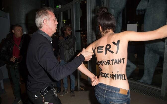 Pariisis avaldasid naisõiguslased meelt Roman Polanski vastu.