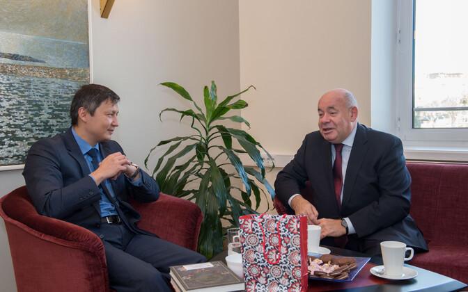 Михаил Кылварт (слева) и Михаил Швыдкой.