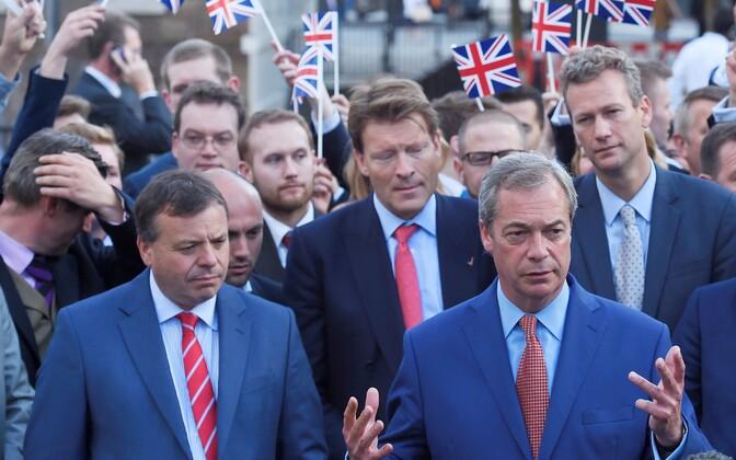 Arron Banks ja Nigel Farage 2016. aasta 24. juunil ehk päev pärast referendumit.
