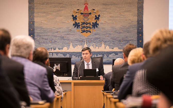 The first meeting of the new Tallinn City Council, headed by newly-elected council chairman Mihhail Kõlvart (Center).