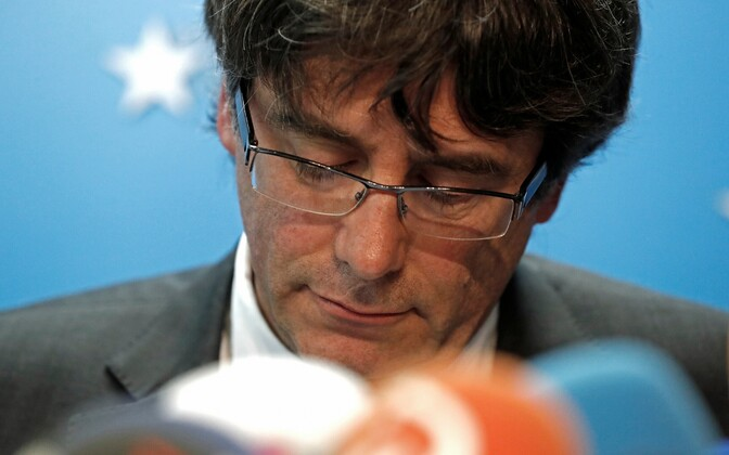 Kataloonia regionaalvalitsuse tagandatud president Carles Puigdemont 31. oktoobril pressikonverentsil Brüsselis.
