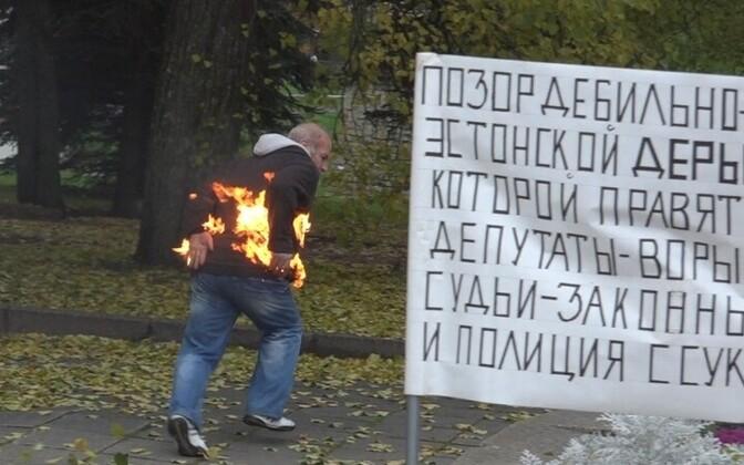 Николай Цух 15 октября поджег себя в центре Нарвы.
