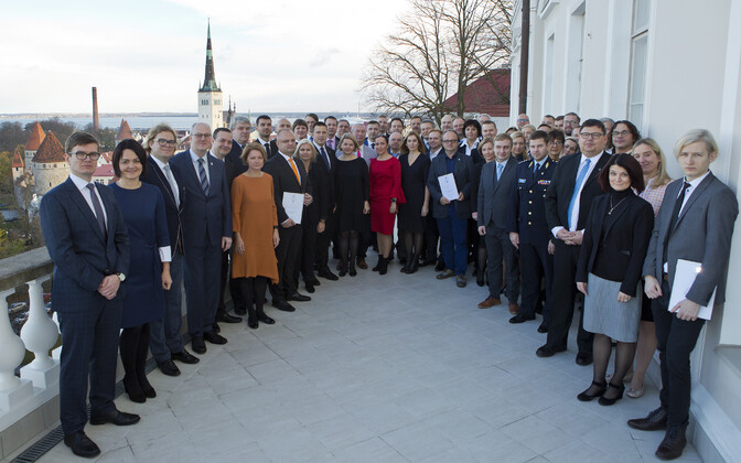 Prime Minister Jüri Ratas (Center) and representatives of partners and sponsors at the Estonian presidency partners' reception at the Stenbock House in Tallinn on Friday. Nov. 3, 2017.