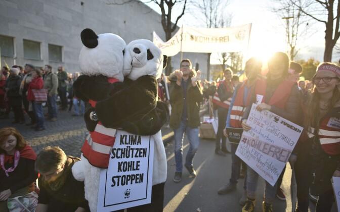 Тысячи людей вГермании добивались отказаться отугольной энергетики