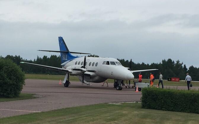 Praegu Saaremaa ja Hiuuma lennuliine teenindava Transaviabaltika lennuk.