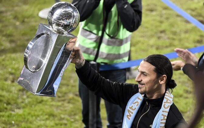 Zlatan Ibrahimovic Rootsi meistritrofeega