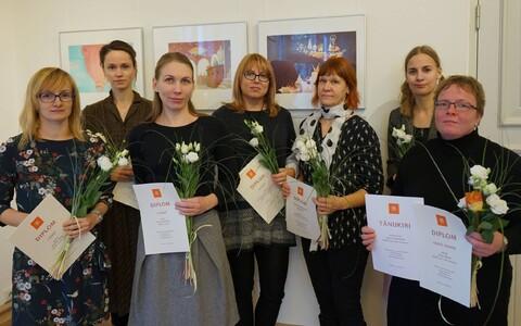 Fotol vasakult: Kadri Kiho, Kristi Kangilaski, Els Heinsalu, Tia Navi, Anne Linnamägi, Ave Hansen ja nominent Liisa Murdvee