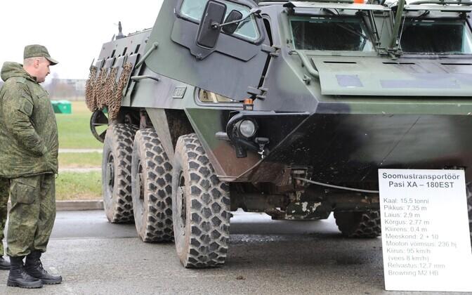 Vene ohvitserid inspekteerisiad keskpolügooni ja 1. jalaväebrigaadi.