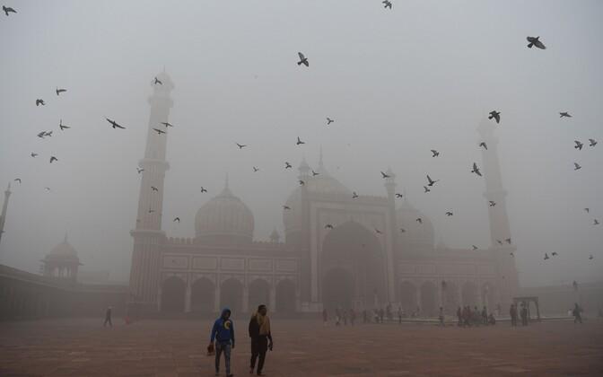Зимой загрязнение воздуха в Дели усиливается.