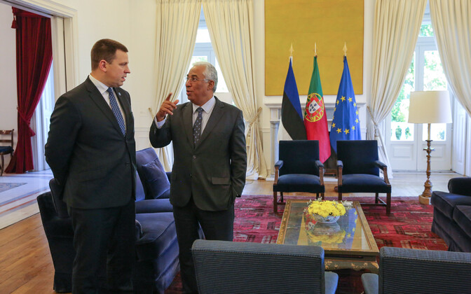 Prime Minister Jüri Ratas (Center) with Portuguese Prime Minister António Costa in Lisbon on Wednesday. Nov. 8, 2017.