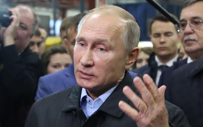 Venemaa president Vladimir Putin 9. novembril Tšeljabinskis tehast külastamas.