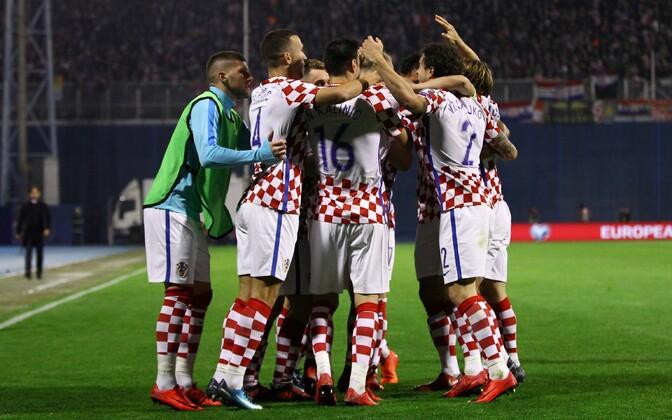 Horvaatia koondislased võitu tähistamas.
