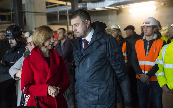 Peaprokurör Lavly Perling ja justiitsminister Urmas Reinsalu Lubja tänava kohtumaja sarikapeol.
