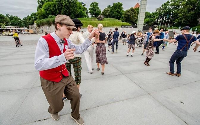Tallinn Swing Dance Society üritus Swing & Ride Vabaduse väljakul