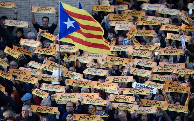 Демонстрации в поддержку заключенных под стражу каталонских политиков в Барселоне, 11 ноября.