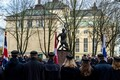 Церемония у памятника ученикам и учителям, павшим в Освободительной войне. Монумент установлен у Таллиннской реальной школы.