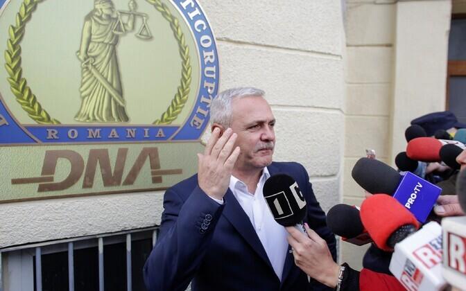 Rumeenia Sotsiaaldemokraatliku Partei (PSD) juht Liviu Dragnea prokuratuuri hoone ees 13. novembril.