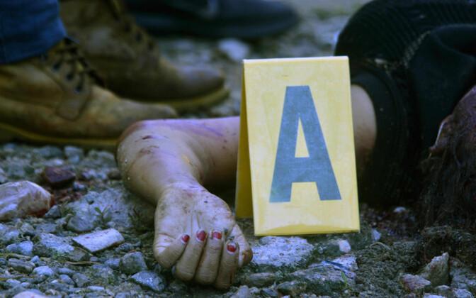 Uurijad Acapulcos ühe mõrva sündmuskohal.