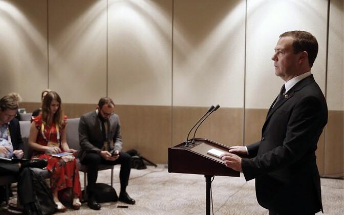 Venemaa peaminister Dmitri Medvedev pressikonverentsil Manilas 14. novembril.