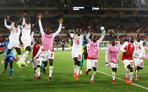 Senegali koondislased MM-ile pääsemist tähistamas.