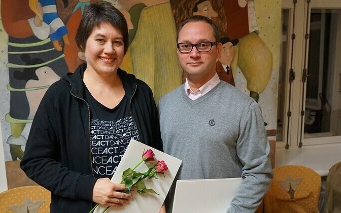 Eve Laur koos kirjastaja René Tendermanniga