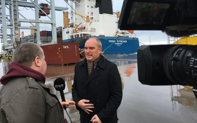 Silsteve General Director Jaanus Paas giving an interview to ETV's Aktuaalne kaamera.