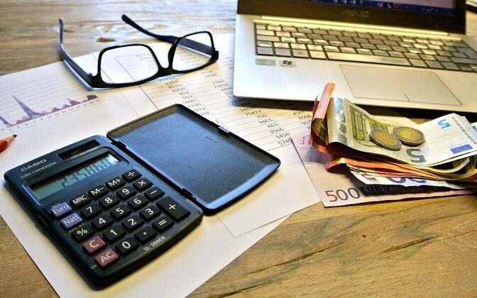 В следующем году размер не облагаемого подоходным налогом минимума вырастет до 500 евро в месяц.