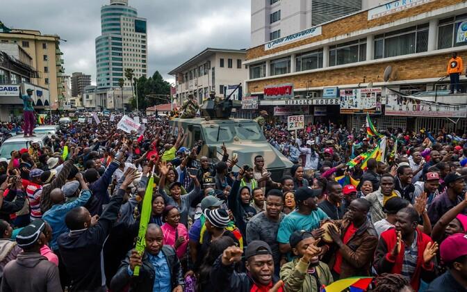 ВЗимбабве празднуют «наступление свободы» иотставку Мугабе салютами икарнавалами