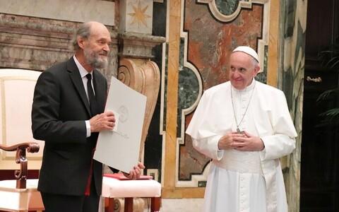 Arvo Pärt Ratzingeri preemiat vastu võtmas