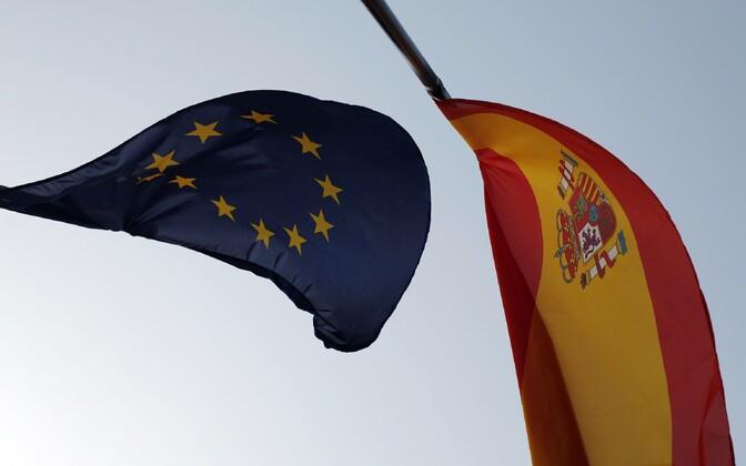 Euroopa Liidu ja Hispaania lipud.