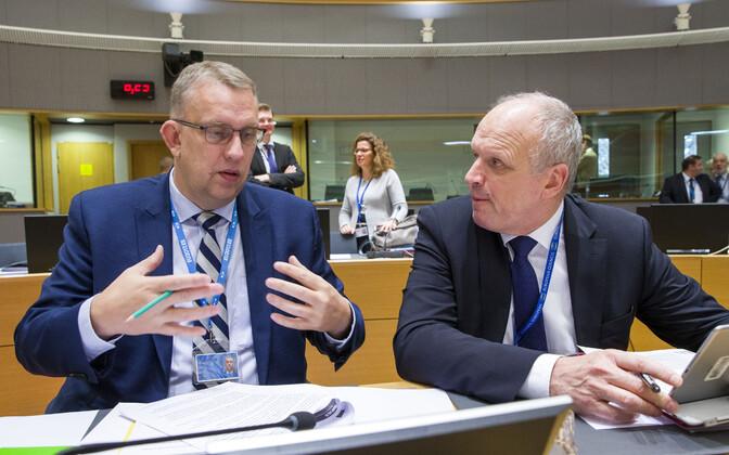 Euroopa Liidu Nõukogu esindas eelarve läbirääkimistel Märt Kivine rahandusministeeriumist (vasakul).
