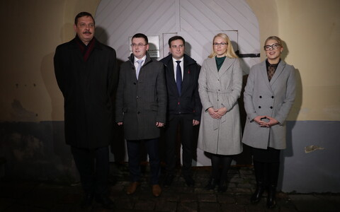 Tallinn mayor Taavi Aas with the newly named candidates for the remaining four city district elder positions.