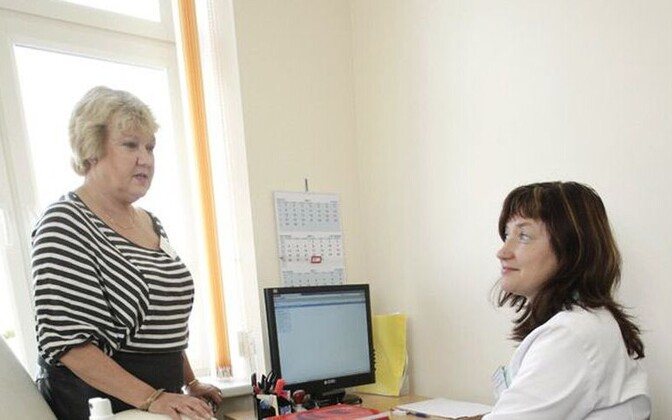 Tartu Ülikooli kliinikumi geneetikakeskuse Tallinna filiaali juhataja Riina Žordania ja õde Svetlana Kašnikova 2011. aastal.
