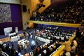 Zimbabwe senaatorid ja parlamendisaadikud tähistamas president Robert Mugabe tagasiastumist.