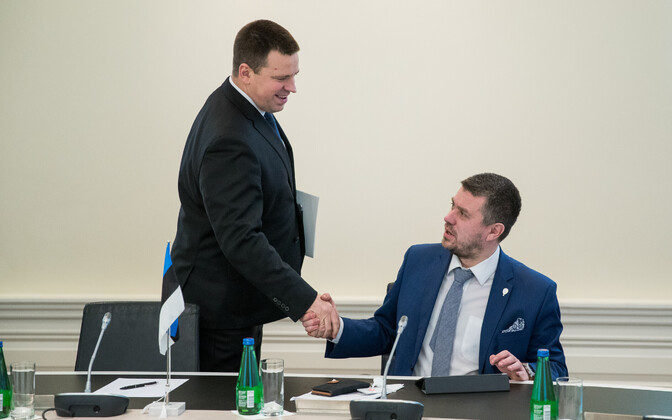 Prime Minister Jüri Ratas (left) and Minister of Justice Urmas Reinsalu.