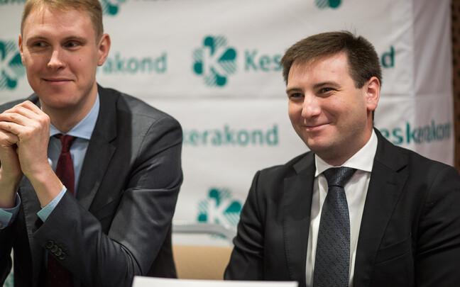 Владимир Свет (слева) и Раймонд Кальюлайд на представлении кандидатов в старейшины районов Таллинна.