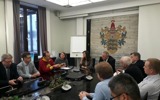Вице-мэры Таллинна Зюлейха Измалова и Айвар Рийсалу на встрече с проектировщиками туннеля Таллинн-Хельсинки.