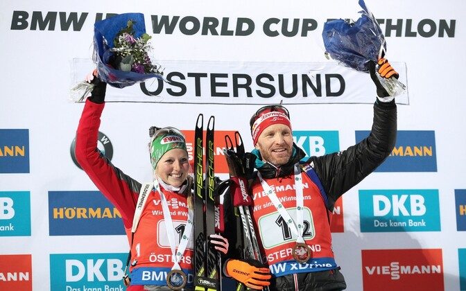 Австрийские биатлонисты Лиза-Тереза Хаузер и Симон Эдер