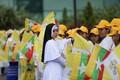 Paavst Franciscust tervitama tulnud birmalased.
