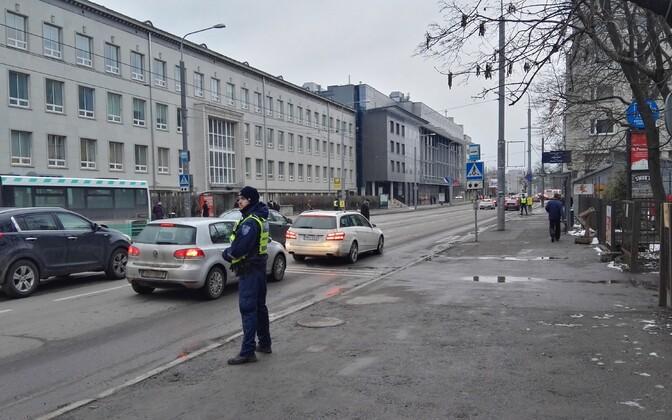 Tallinna ülikooli ülekäik reguleeritakse fooridega.