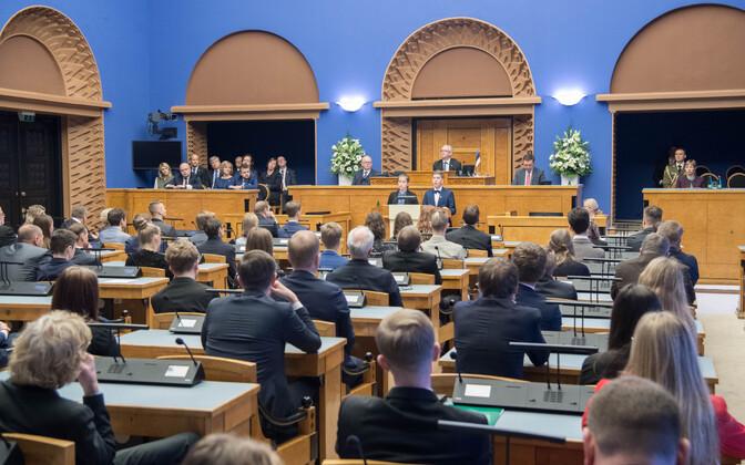 Marcus Ehasoo ja Eva Lennuk ette kandmas eestimaa noorte manifest