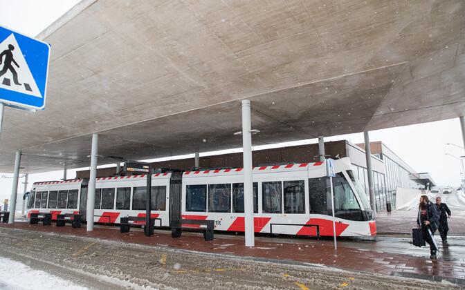 Tramm nr 4 Tallinna lennujaamas.