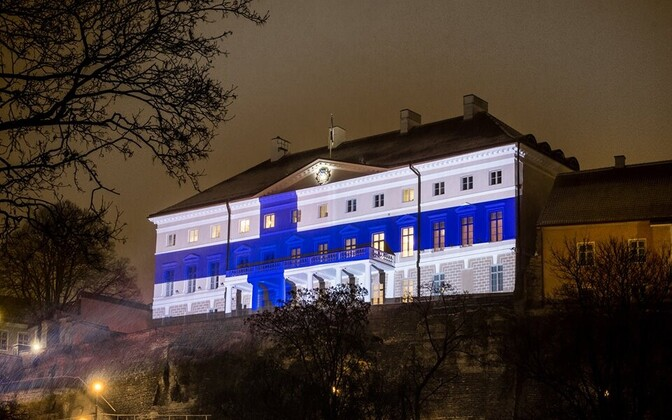 Stenbock House lit up in honor of the Finnish centennial on Dec. 6 beginning the night before.