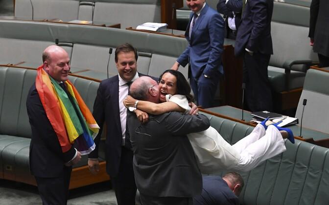 Seadusemuudatust toetanud rahvasaadikud Austraalia parlamendi alamkojas 7. detsembril.