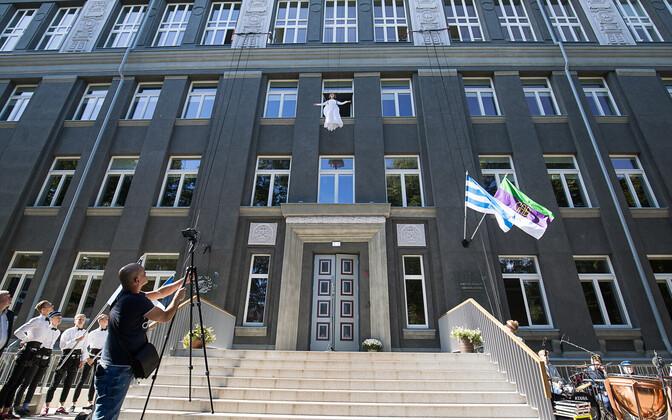 Занятия в новом здании начались 4 сентября.