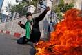 Палестинец с пращой в Хевроне.