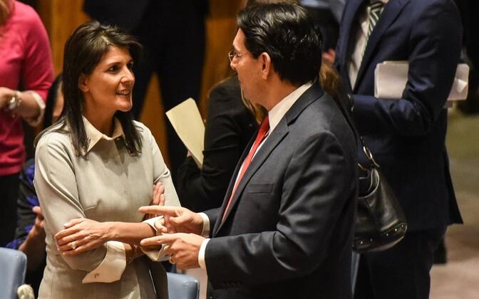 USA suursaadik ÜRO-s Nikki Haley ja Iisraeli suursaadik ÜRO-s Danny Dannon julgeolekunõukogu kohtumise eel.