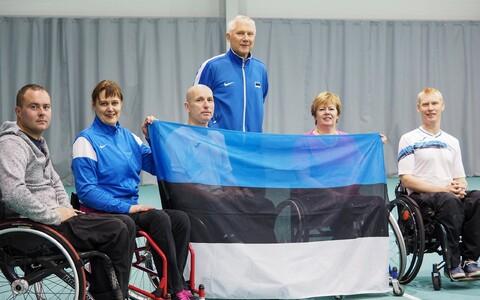 Eesti ratastoolitennise au kaitsesid Riias Viljar Villiste, Mait Mätas, Urmo Voogla, Signe Falkenberg, Kristi Viisimaa. Eesti mängijaid treenib Alar Milk.