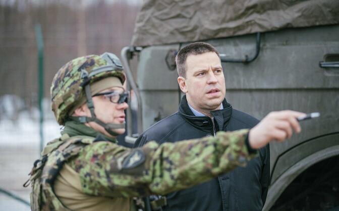 Peaminister Jüri Ratas külastas õppust Okas.
