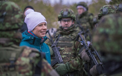 President Kaljulaid with army reservists, Dec. 9, 2017.